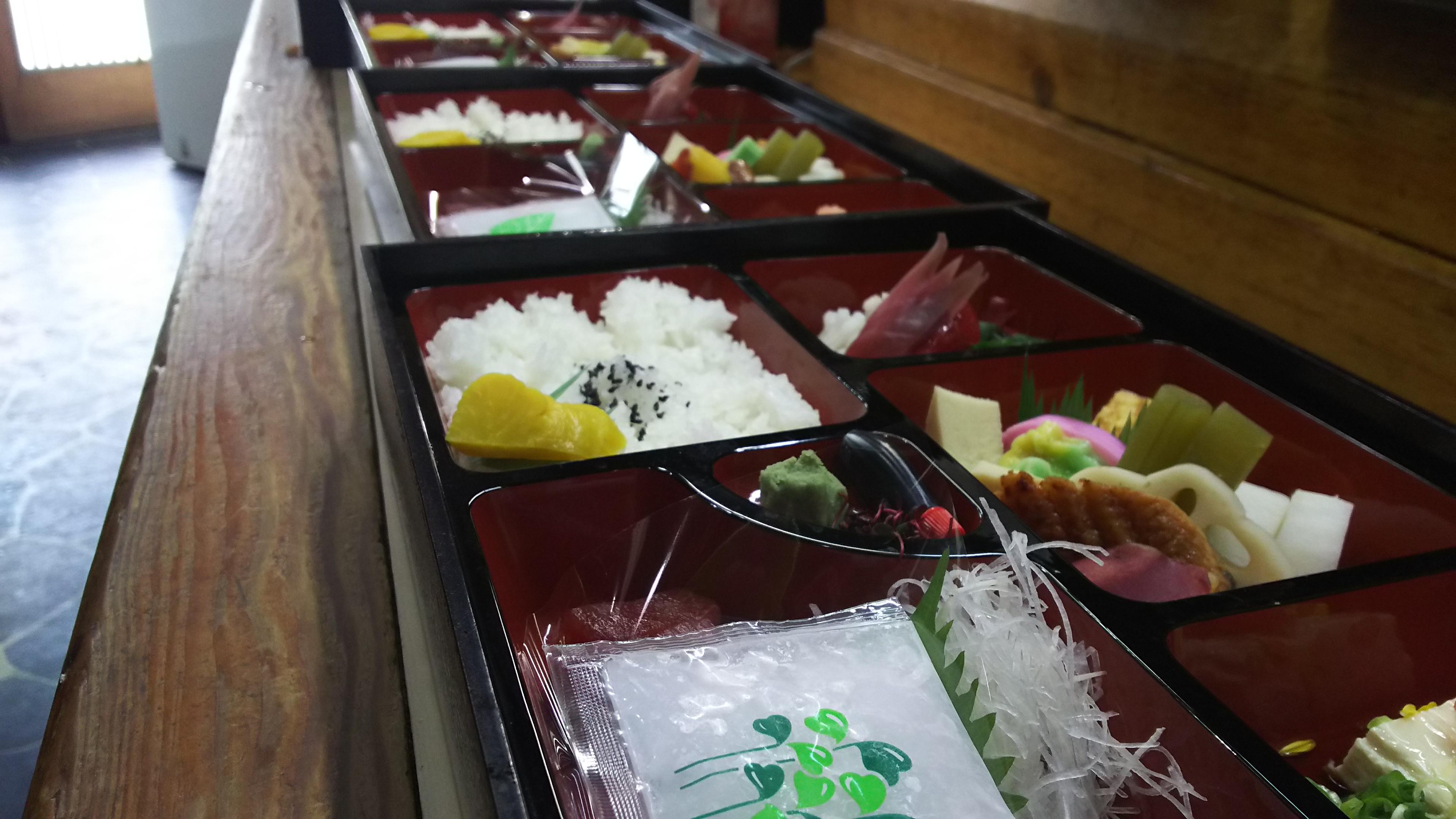 養父市の寿司屋「ふなき 」では幕の内弁当できます2