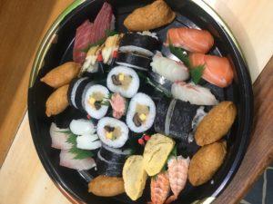 養父市の寿司屋「ふなき 」の注文例。にぎりや巻き寿司など盛り合わせ